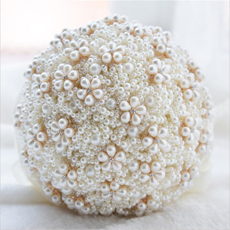 Bouquet de fleurs en perles pour la mari ...