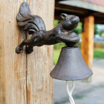 Squirrel Door Bell Wrought Iron Wall Mounted WELCOME Dinner Bell Wall Decorative Bell for Home Bar Shop Store Door Country Retro