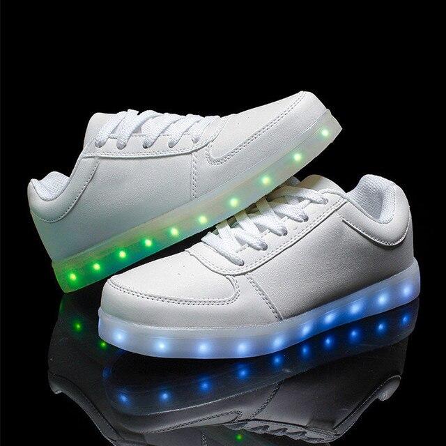 7 Цветов LED Световой Ребенок Кроссовки Спортивные Кроссовки Light Up Glow Скейтборд Обувь Chaussure Партия Ночь Подножка