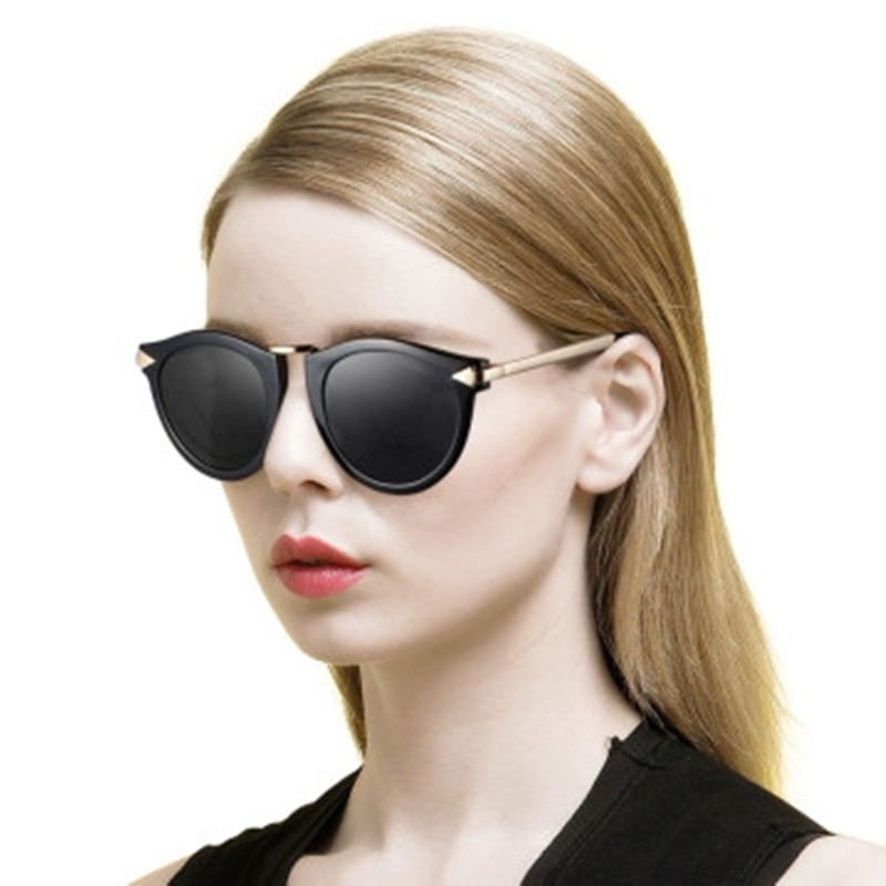 You can easily find voguish and chic-looking prints, patterns and details in the huge ladies shades collection at Coolwinks. How To Shop Designer Goggles For Girls. When it comes to designer sunglasses for lady, they don't necessarily have to be expensive.