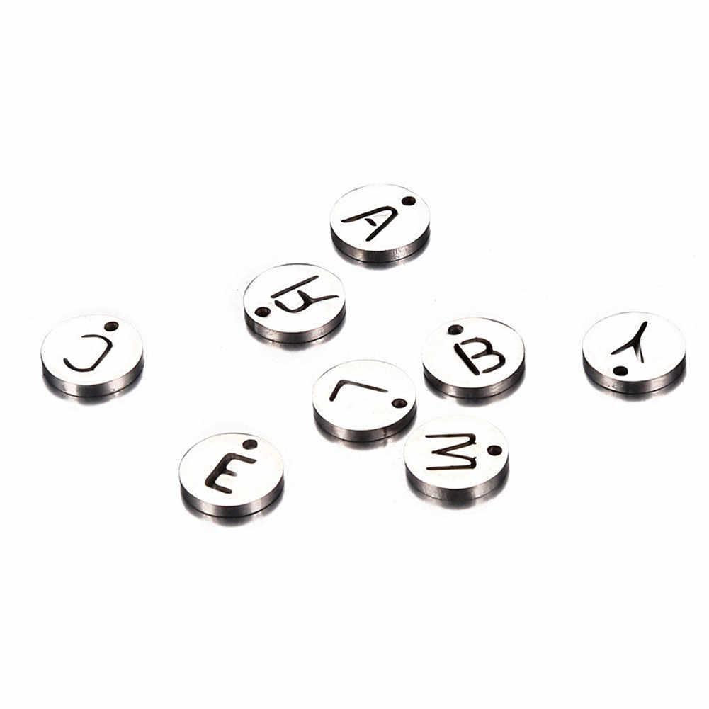 20 sztuk/partia złoty kolor alfabet początkowa płyty Charms Hollow A-Z list okrągły Tag początkowa stempel urok do tworzenia biżuterii