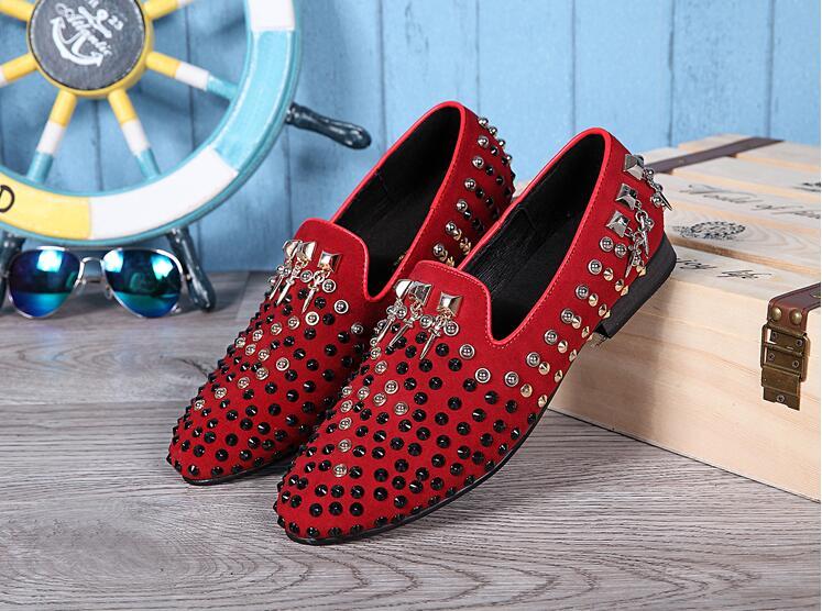 Bout rond en cuir de mode Oxford chaussures hommes rouge noir formel hommes chaussures rivet confortable plat chaussures décontractées