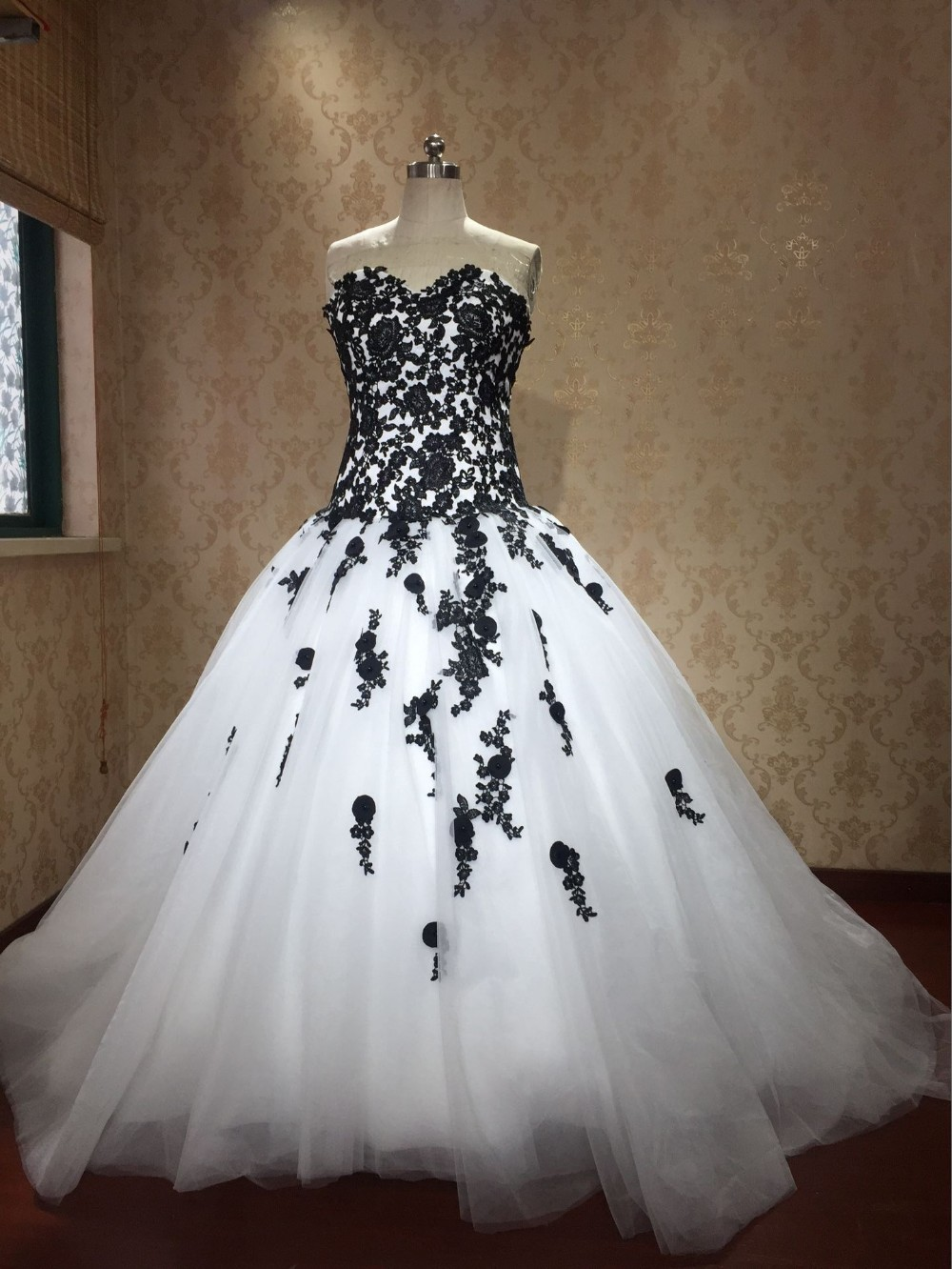 2017 black and white ball gowns gothic wedding dresses for Black and white lace wedding dresses