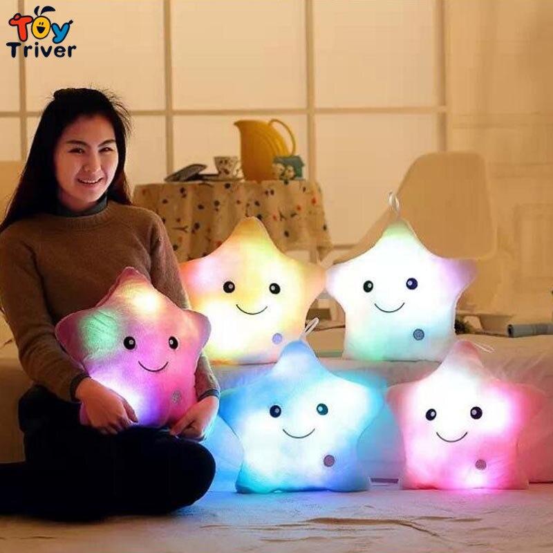 DIODO EMISSOR de luz-up brinquedos Luminosos Cinco Estrelas Brilham luz Travesseiro de Pelúcia Boneca de Pelúcia do bebê caçoa o Presente da Festa de Aniversário Em Casa sala de estar Decoração