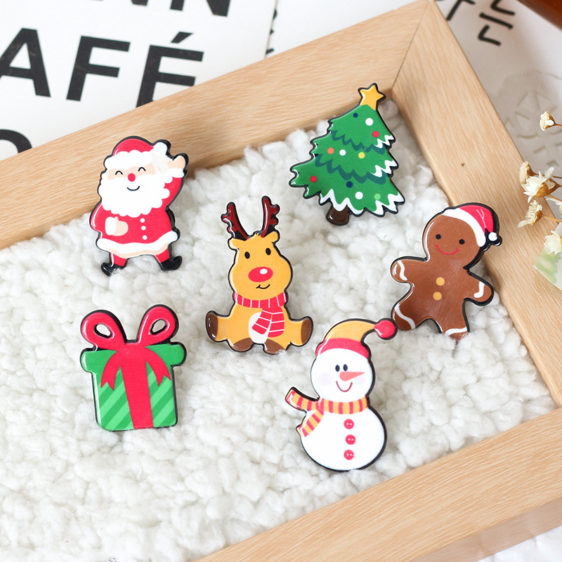 2pcs Christmas Pattern Plastic Badges Safety Pins For Clothes Badges Fashion Brooch Icons On Backpack Decorative Brooches CP2070