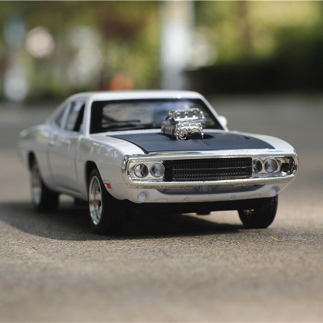 1pcs 1:32 16cm delicate extreme Dodge challenger 1970 car acousto-optic alloy car model decoration boy baby toy Gift