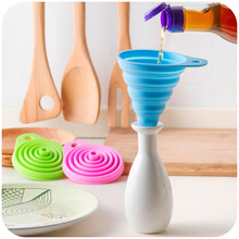 1pc Silicone Foldable Funnel Random Colors Mini Collapsible Style Funnel Folding Portable Funnels Be Hung Kitchen Tool WYQ