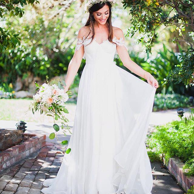 fdf3e9bdafb Newest Simple Appliques Off Shoulder Chiffon Wedding Dresses Sleeveless  Floor-length Beach Bridal Gowns Custom