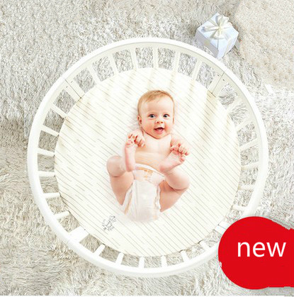 Give the baby mattress <font><b>bed</b></font> wood white European style multifunctional baby crib BB twin round <font><b>bed</b></font> environmental variable desk
