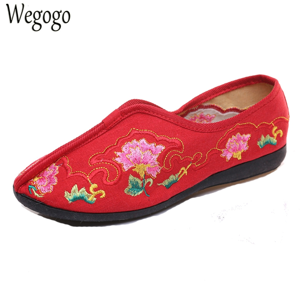 Chinese Wedding Women Flats Shoes Embroidery Slip On Shoes Floral Canvas Dance Shoes Woman Ballet Flat Zapatos Mujer Plus Size41 women flats summer new old beijing embroidery shoes chinese national embroidered canvas soft women s singles dance ballet shoes
