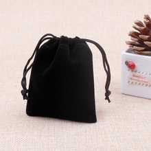 Black Color 50pcs/Lot Velvet Gift Packaging Bags & Pouches 10x16cm Christmas Party Decoration Favor Pouches Can Customize Logo
