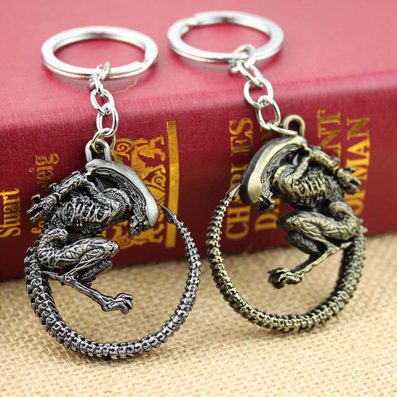 Mode Vintage Bronze Disepuh Alien Predator Alien AVP Alien Ratu Gantungan kunci untuk souvenir keychain Pria Perhiasan Hadiah