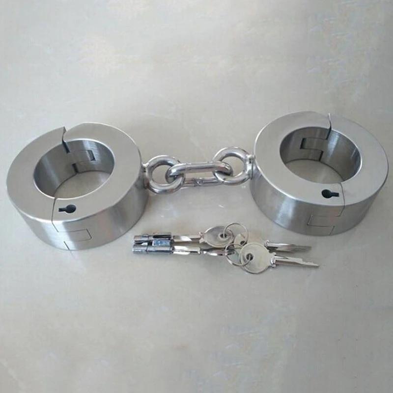 Metal bondage Category:Women wearing