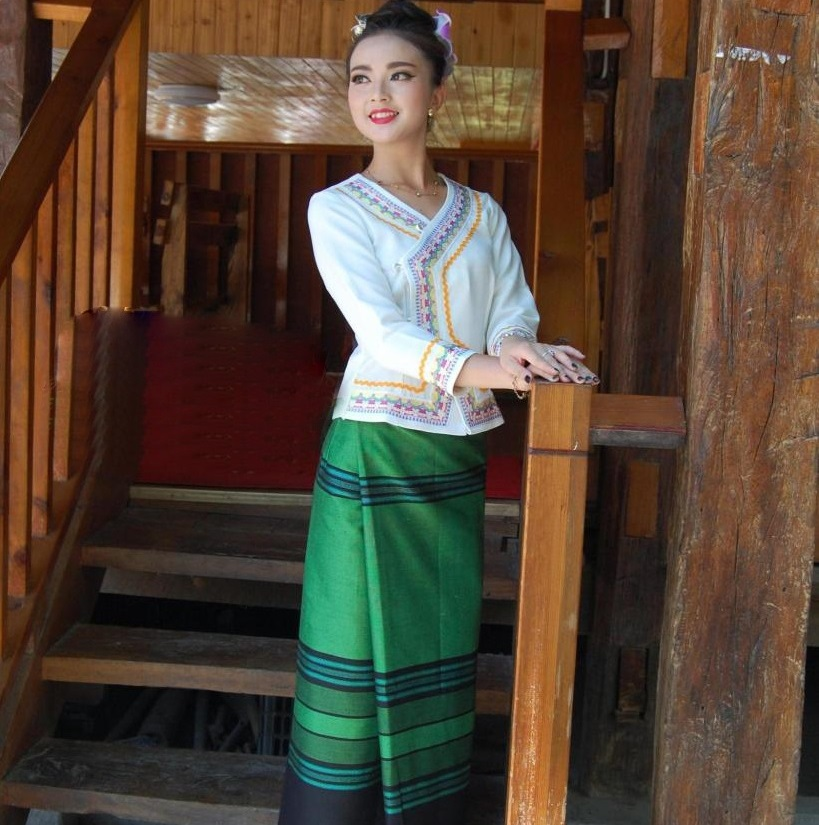 Ethnic Special Uniform Waiter's Life Workwear China YunNan Xishuangbanna Dai Traditional Clothing White Long Sleeve Green Skirt 1