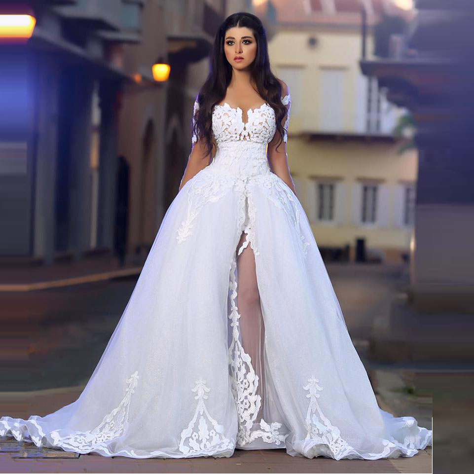 Romantic Ball Gown Unique Wedding Dresses Sheer Long Sleeves Luxury Illusion Neck Floor Length Lace Appliques Bridal Dresses