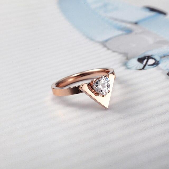 Женское кольцо с инкрустированным сердечком из нержавеющей стали