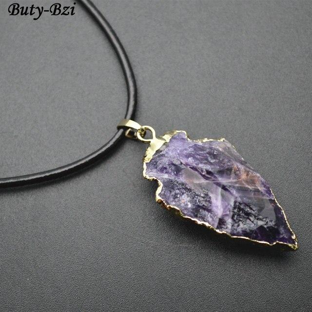 3eec5a15addc Áspero Natural púrpura cuarzo flecha forma piedra colgante de collar de  cordón de cuero negro regalo