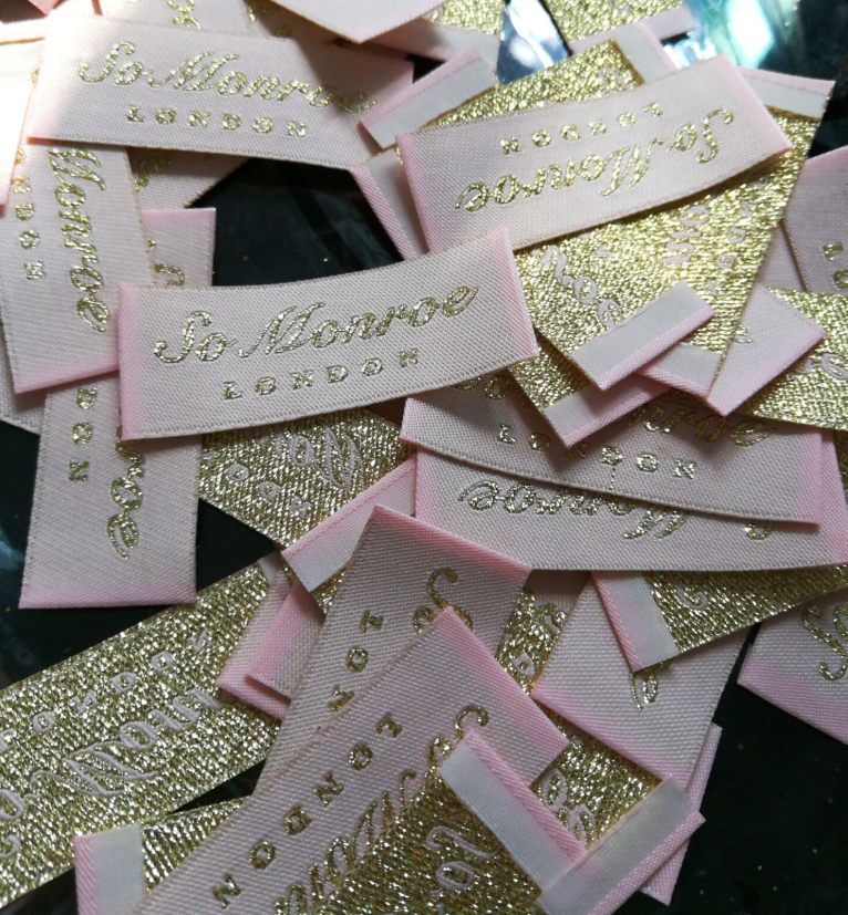 Wholesale Free shipping 1000pcs customized garment shoe labels woven main label embroidered tag silver gold end