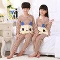 De los niños de Manga Larga Pijama Fijado para la Primavera de Otoño 2016 Nuevos Niños chicos Chicas Ropa de Dormir Pijamas de dibujos animados Traje de envío libre