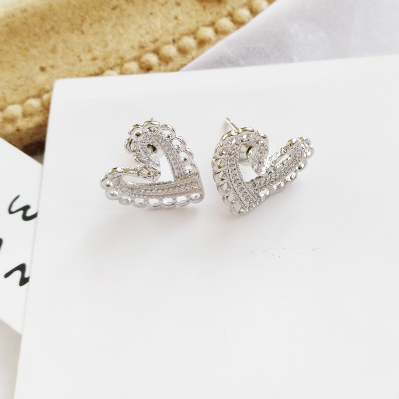 Hot selling simple hollow design love earrings women jewelry for gift in Stud Earrings from Jewelry Accessories