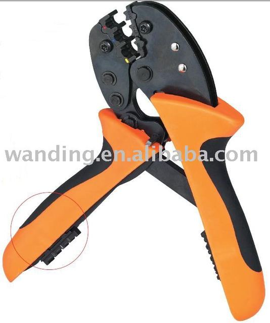 Hand crimping tool