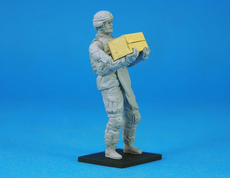pre order-Resin toys L0117 US OIF Soldier at rest Free shipping все цены