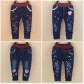 Детские девушки джинсы зима 2016 новый стиль детские теплые брюки с straberry печати для 9 12 18 24 месяцев бабьем B035
