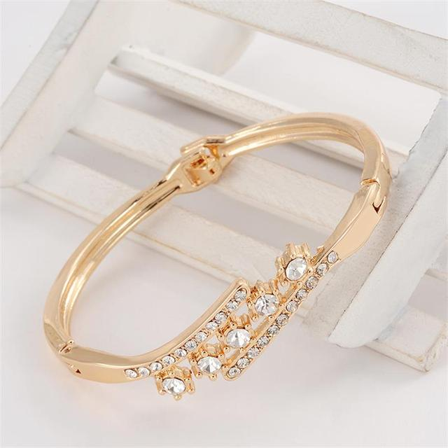 Delicate High Grade Created Crystal Decoration Bracelet Beautiful Women Accessor