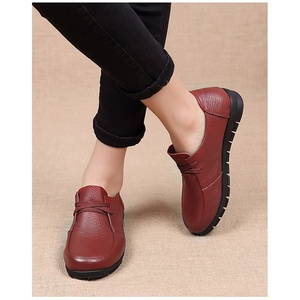 Image 2 - Designer Women Flats Genuine Leather Shoes Female Slip on Loafers Anti Slip Moccasins Casual Zapatillas Mujer 2020 Plus Size