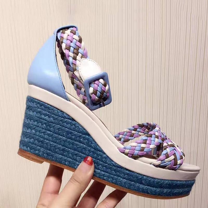 Модные женские плетеные сандалии на платформе с радугой; босоножки на танкетке с ремешком и пряжкой; Дизайнерские летние босоножки с веревкой; женская обувь; 2019 - 6