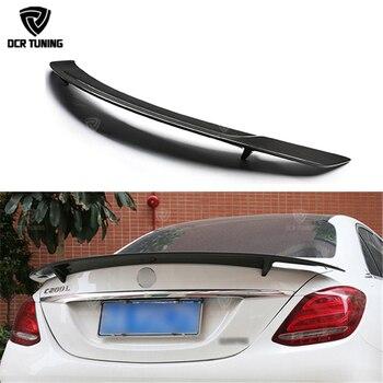 RT Stil Karbon Fiber Arka Bagaj Spoiler Için Mercedes W205 C180 C200 C250 C260 Karbon Kanatları 4-door Sedan 2014 2015 2016-UP