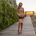 Increíble Corto Champagne Encaje Vestidos de Baile Sexy Vaina Longitud de La Rodilla Vestido de Cóctel de Manga Larga robe de cocktail 2016