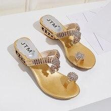 Для женщин летние Босоножки с открытым носом и массивным каблуком Модный с кристаллами, со стразами Пляжные сланцы слипоны снаружи босоножки на каблуках для женщин