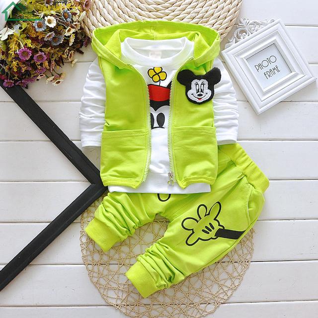 2016 Outono Inverno Do Bebê Das Meninas Dos Meninos 3 Peças Conjunto de Roupas Com Capuz Vest Brasão + T Shirt + Calças Moda Esportes Conjuntos de ternos de Algodão Crianças