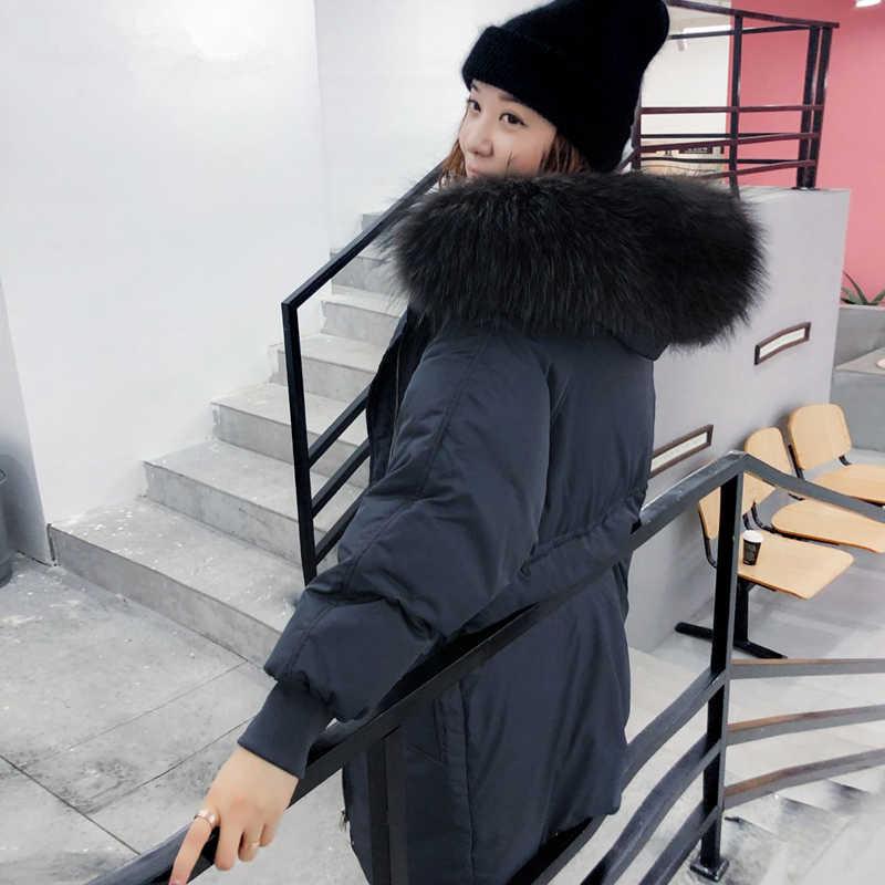 Tcyeek 冬コート女性のファッションの女性のダウンジャケットフード付き韓国ロングダックダウンジャケット + アライグマの毛皮のエレガントなコート -3191