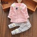 2015 Novo Bebê Cothes Meninas Flor Terno Cardigan + Calças 2 pçs/set jaqueta infantil roupa Dos Miúdos Listradas Calças livre grátis