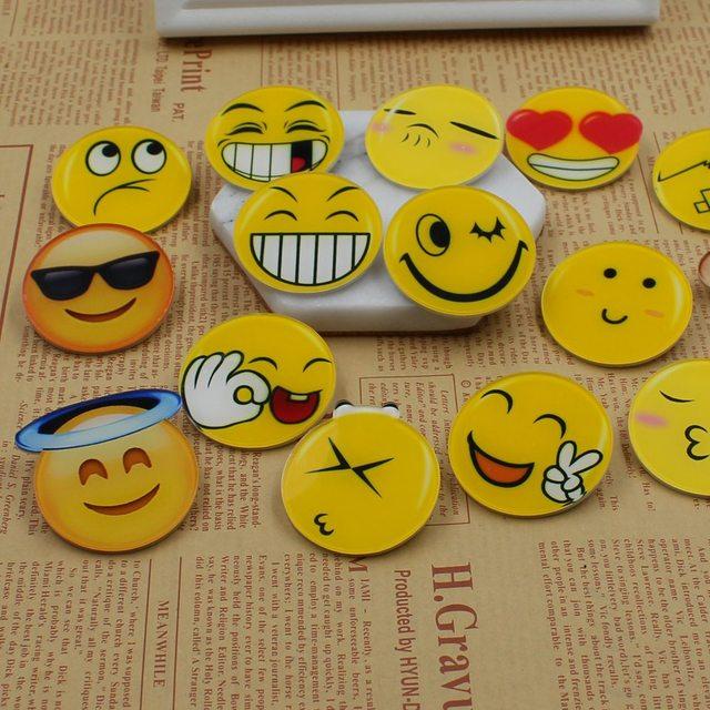 0e29dd28b حار 1 قطع الكرتون ابتسامة وجه الاكريليك إبرة رمز شارة مخطط الديكور بروش ديي  الملابس الملحقات