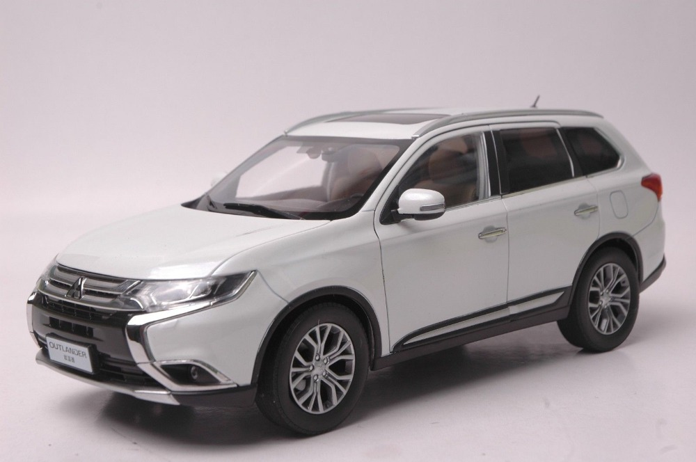 1:18 Diecast Model for Mitsubishi Outlander 2016 WhiteSUV Alloy Toy Car Collection Gifts Evolution 1 18 otto renault espace ph 1 2000 1 car model reynolds