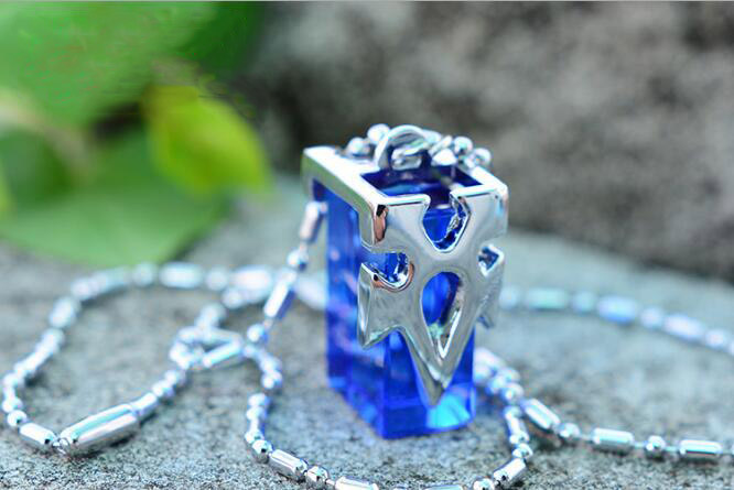 1Pcs/set Fashion New Cool Anime Sword Art Online Kirito Asuna Yuki Blue Metastasis Crystal Necklace
