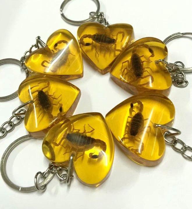 شحن مجاني YQTDMY أذكى التسوق 100 PCS الشخصية الذهب العقرب الملك القلب تصميم شيك المفاتيح-في سلاسل المفاتيح من الإكسسوارات والجواهر على  مجموعة 1