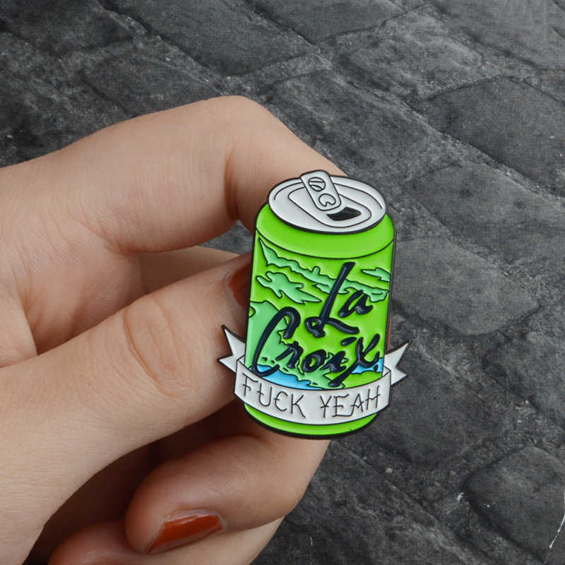 GDHY เคลือบ FXXK ใช่เครื่องดื่มผลไม้กระป๋องขวด Coca-Cola เข็มกลัด Pins สีเขียวสีส้มผลไม้เครื่องดื่มกระป๋องกระเป๋าเป้สะพายหลังหมวกแฟชั่นเครื่องประดับ