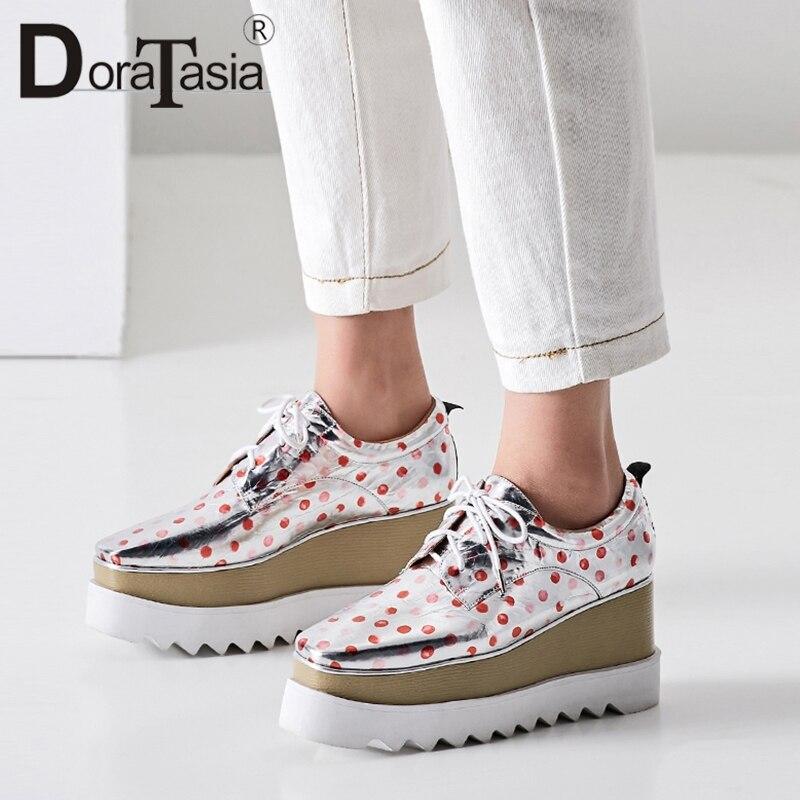 Ayakk.'ten Kadın Topuksuz Ayakkabı'de DoraTasia Moda Kadınlar Kalın Platform Ayakkabı 2019 Bahar Patent Hakiki Deri Kız Yüksek Ayakkabı Polka Dot Casual Flats'da  Grup 1