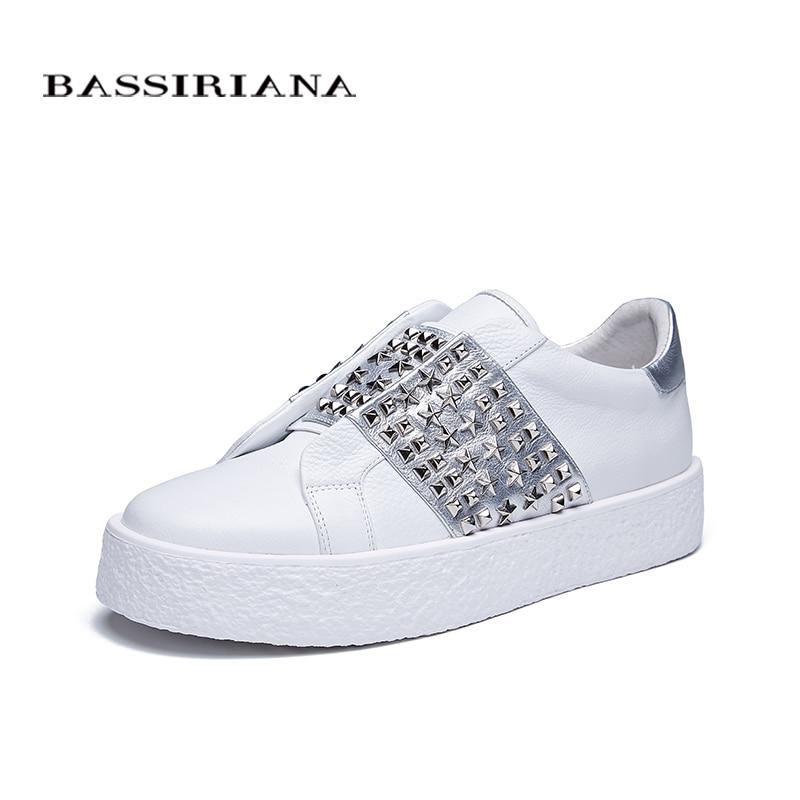 Ayakk.'ten Kadın Topuksuz Ayakkabı'de BASSIRIANA yeni 2018 hakiki deri Rahat düz ayakkabı kadın Marka Platformu slip on perçin yuvarlak ayak İlkbahar yaz 35  40 boyutu'da  Grup 1