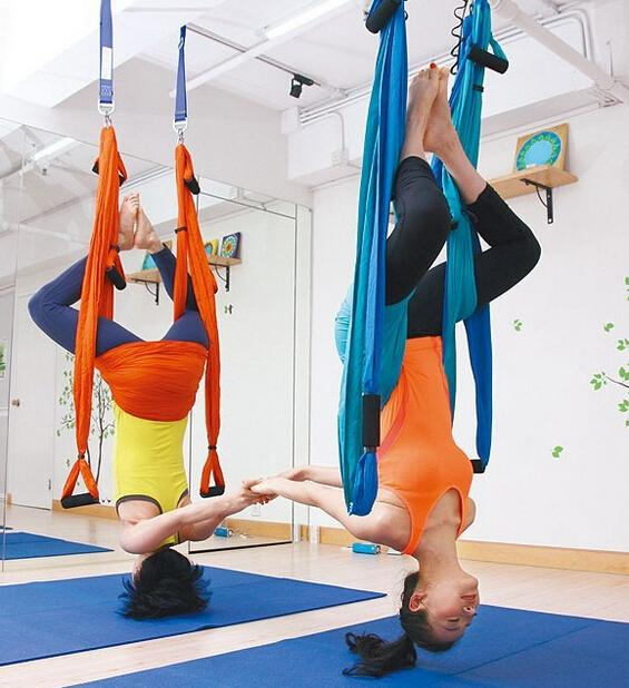 Strength Decompression yoga Hammock Inversion Trapeze Anti-Gravity Aerial Traction Yoga Gym strap yoga Swing set Protect wrist fitness yoga hammock yoga swing anti gravity aerial straps high strength fabric decompression hammock mix color with 6 grip hand