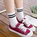 Nova moda das Mulheres Meias Meias Duas Meias de Algodão da Listra da menina Estilo Old School Retro Hiphop Skate Sox branco harajuku Coreano