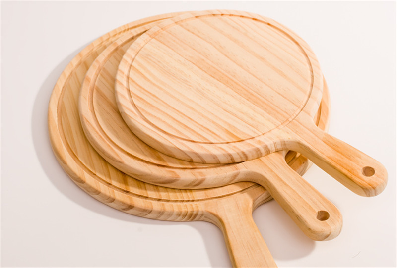 Round Kitchen Cutting Board with Hand 1
