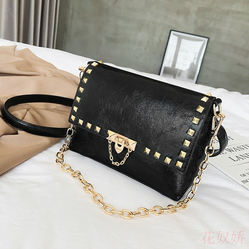 Womens Bag 2019 Fashion Square Bag with Chain Bag with Rivets and Single ShoulderWomens Bag 2019 Fashion Square Bag with Chain Bag with Rivets and Single Shoulder