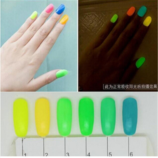 Luminoso esmalte de uñas de gel luz fluorescente que brillan en la ...