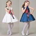 O Vestido da menina bowknot 2017 Novo Vestido de Princesa Meninas Roupas bordados de flores Crianças Vestidos para crianças dos miúdos Meninas Trajes