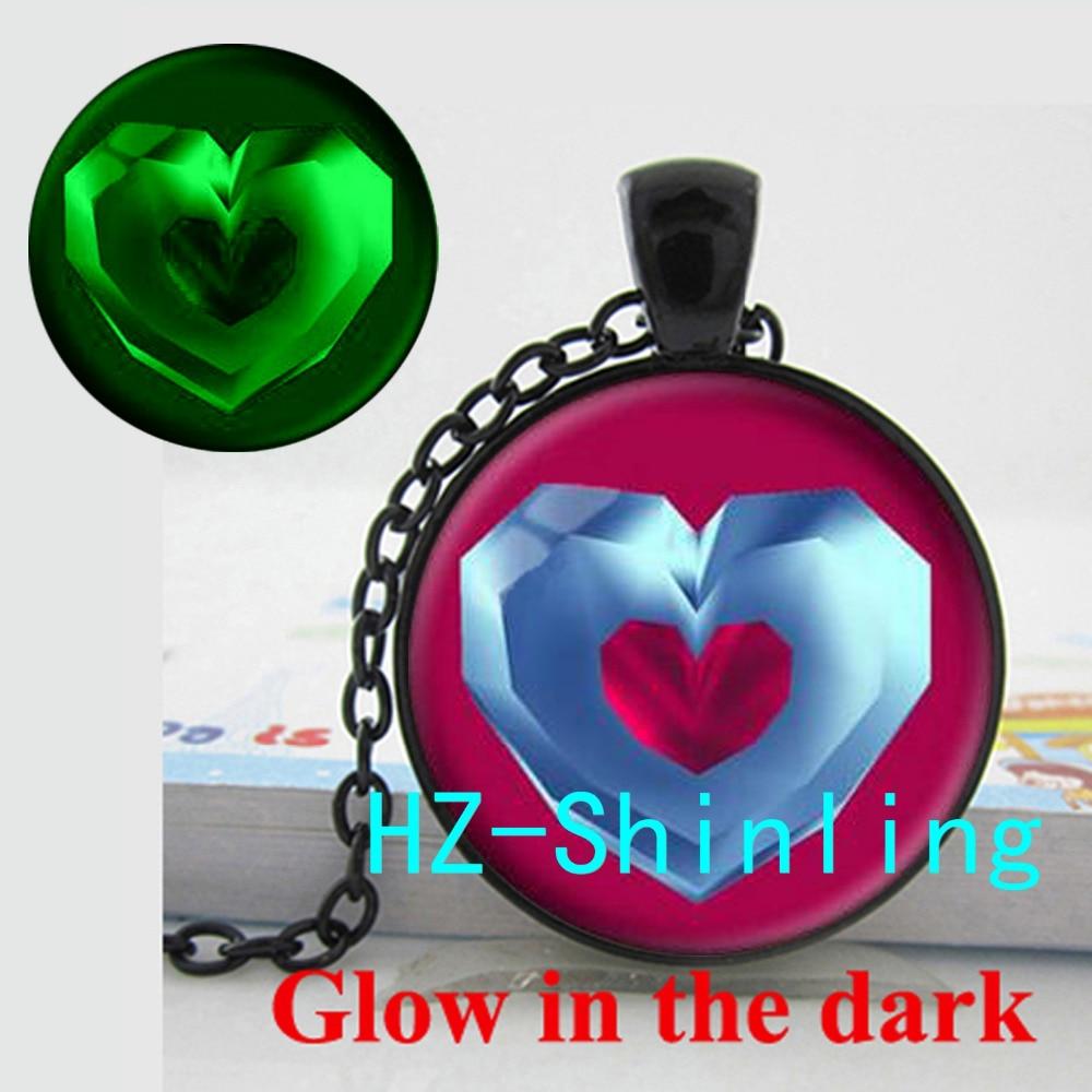 New Fashion Legend of Zelda Glow Necklace Legend of Zelda Jewelry Heart Glowing Pendant Glass Photo Necklace